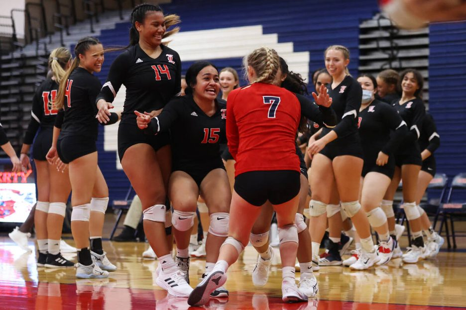 Liberty players react after consecutive aces by Alexis Batezel (7) against Coronado in a girls ...