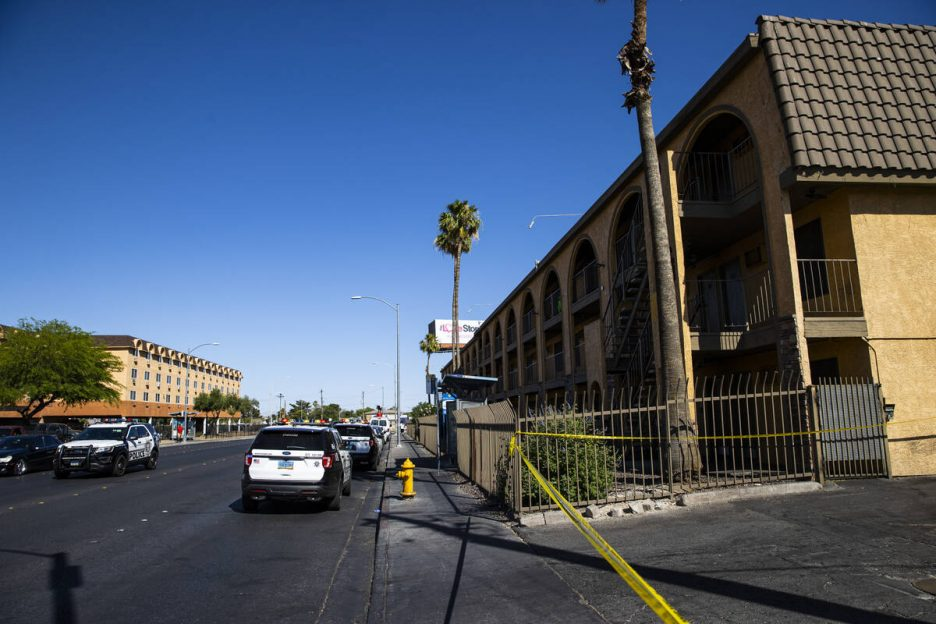 Las Vegas police investigate the scene of a homicide around a Siegel Suites at Bonanza Road and ...